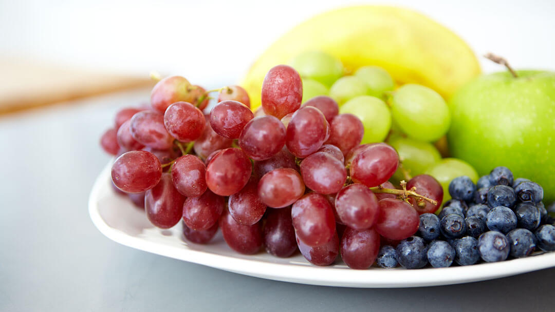 Grapes with other fruits on a plate